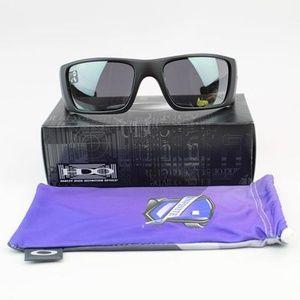 Oakley Black Iridium Lens Sunglasses